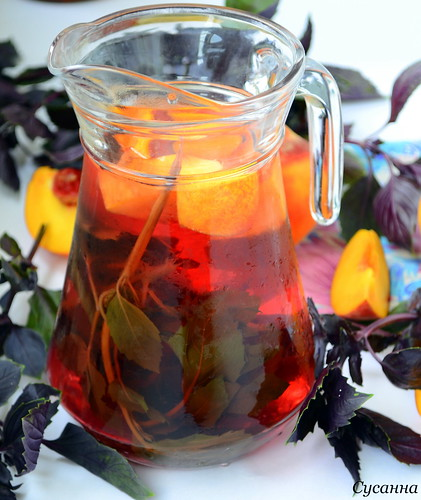Напиток с базиликом и лимоном для