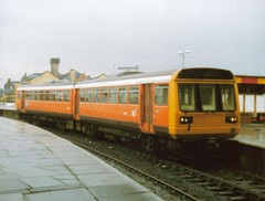 Manchester Victoria, 19th April 1990, 142003 (elkemasa) Tags: 1990 pacer class142 manchestervictoria