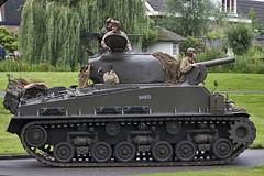 Veteranendag 2011: M4A3E8 Sherman Tank KN-41-22 (Hermen Goud Photography) Tags: netherlands canon military nederland denhaag parade lorry zoetermeer liberation halftrack veteransday daf armytrucks 2011 veteranendag armytruck tweedewereldoorlog eos40d keepthemrolling alexanderkazerne