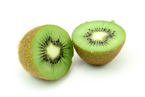 Kiwi (halbiert) by justusbluemer, on Flickr