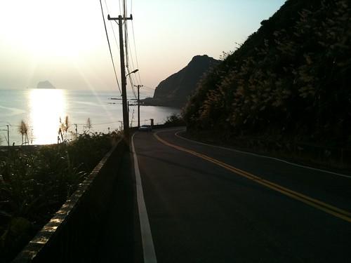 下坡,這段路很陡,回程的時候是用牽車的方式回家。