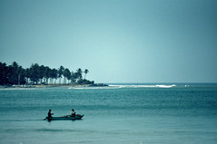 Sri Lanka | Trincomalee (bryenh) Tags: ocean travel blue sea beach nikon asia paradise mare indian indianocean places sri lanka srilanka ceylon viaggi spiaggia trincomalee trinco southasia d90 nikond90 tirikunamalaya