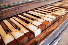 old german piano 2, glen helen (outback) (NiklasPlutte) Tags: old travel vintage piano australia german outback australien reise glenhelen