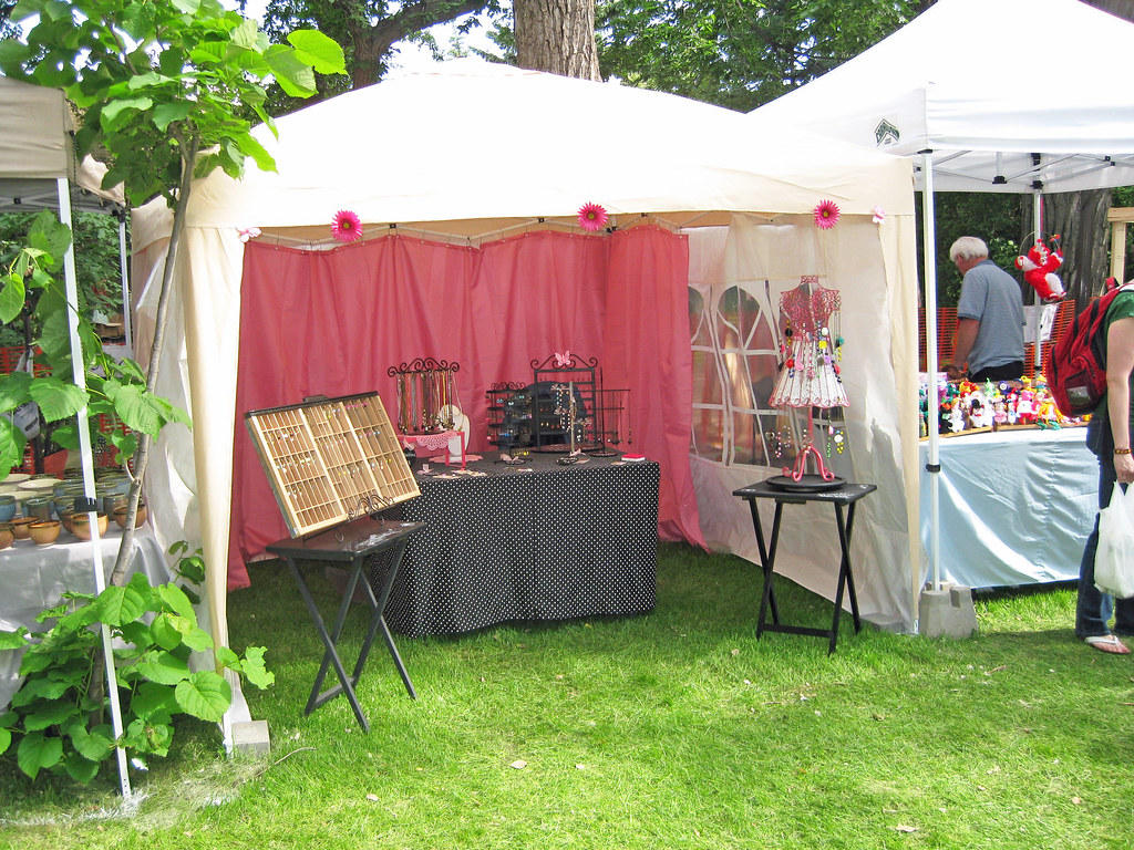 The world 39 s best photos of craftshow and tent flickr for Display tents for craft fairs