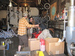 Discussing Oregon Manifest design (METROFIETS) Tags: green beer bike bicycle oregon garden portland construction paint nw box handmade steel weld coat transport craft cargo torch frame pdx custom load cirque woodstove builder haul carfree hpm suppenkuche stumptown paragon stp chrisking shimano custombike cargobike handbuilt beerbike workbike bakfiets cycletruck rosecity crafted 4130 bikeportland 2011 braze longjohn paradiselodge seattlebikeexpo nahbs movebybike kcg phillipross bikefun obca ohbs jamienichols boxbike handmadebike oregonhandmadebikeshow nntma hopworks metrofiets cirqueducycling oregonmanifest matthewcaracoglia palletbike oregonframebuilder seattlebikeshow bikefarmer trailheadcoffee