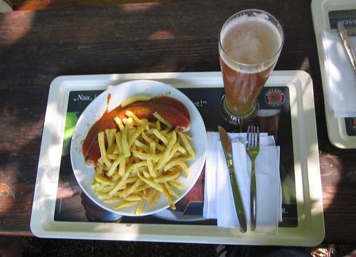 Currywurst mit Pommes & Halber Russ'n - Seehaus