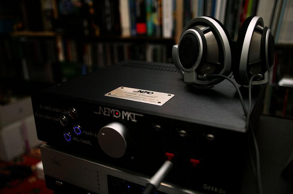 Una foto dell'amplificatore, insieme alla HD800 5951780154_6934dba672_o_d