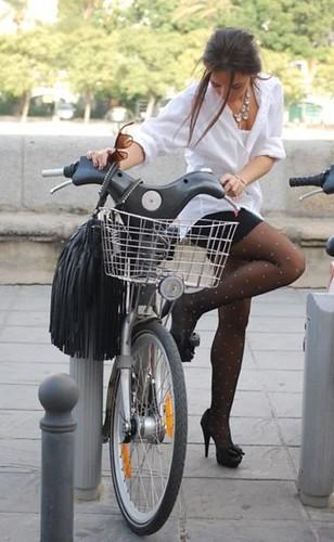 Tenue de soirée... by CycleChicParis