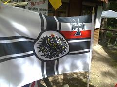 Reichskriegsflagge am Verkaufsstand