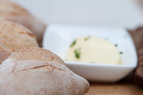 Leib- Resto & Aed: leivavalik + või