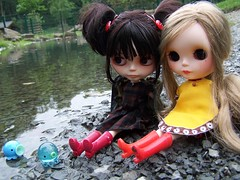 Takochus playing in water.... (Maude80) Tags: bear people water very blythe custom vicky punkaholic takochu