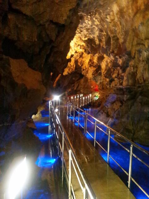 飛騨大鍾乳洞の地底湖その2の写真