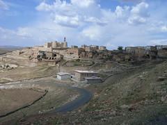"Das Dorf Inwardo rückt näher • <a style=""font-size:0.8em;"" href=""http://www.flickr.com/photos/65713616@N03/6009458438/"" target=""_blank"">View on Flickr</a>"