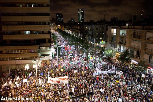 #j14 first photos from mass march in center tel aviv