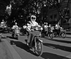 Vietnam - Hanoi (Evelyne Leveke) Tags: street travel bw blackwhite nikon asia zwartwit streetphotography vietnam sw 5100 nikkor bestshot azi nikon5100 d5100 evelyneleveke sowieso030 eveleveinberlin