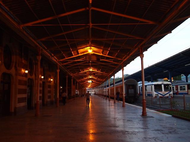 錫爾克吉火車站(Sirkeci Station)的月台