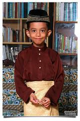 Happy Birthday Daniell Rifa'e | 7 Years (AnNamir c[_]) Tags: birthday boy portrait cute canon kid muslim islam kitlens 7d along daniell hariraya aidilfitri melayu mdr bajumelayu songkok muslimkids ulangtahun payung strobist rifae 580exii harilahir annamir muktasyaf 20092004 20092011 sanahhelwah