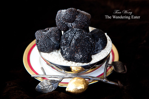 Whole black Périgord truffles