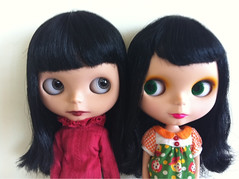 Play nicely girls.... (thelittlewhitecloud) Tags: blythe miles goldie allgoldinone thefuture bl squeakymonkey petitewanderling