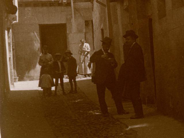 Callejón de Bodegones en 1916. Fotografía de Luis Calandre Ibáñez