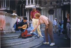 "Calles de Venecia (1996) <a style=""margin-left:10px; font-size:0.8em;"" href=""http://www.flickr.com/photos/60002574@N04/6180750919/"" target=""_blank"">@flickr</a>"