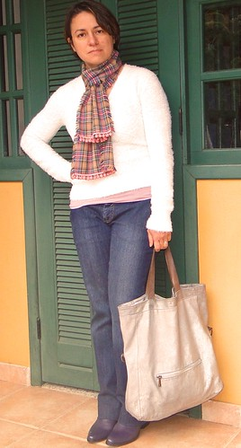 Suéter e cachecol