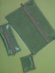 """Pasta em aramado com detalhes em viés floral. (""""Feltro Flor"""") Tags: quilt patchwork bolsa bolsas aula molde tecido bordado costura necessaire"""