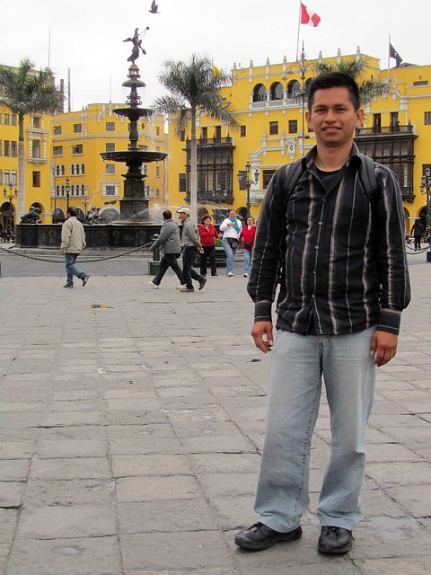 Manolo in Plaza de Armas