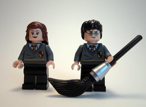 Hogwarts Castle - Harry & Hermione
