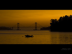 A black-and-orange (Rodion Quidam) Tags: bridge sunset orange black puente atardecer boat sundown dusk negro galicia puestadesol naranja bote rande redondela cesantes puentederande radevigo ensenadadesansimn mygearandme estuaryofvigo coveofsansimn