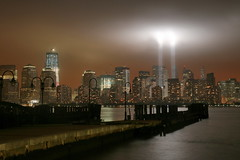 Tribute in Lights 9/11/11 (kevinh_photos) Tags: nyc newyorkcity ny freedom worldtradecenter 911 nypd wtc sept11 neverforget fdny groundzero 2011 freedomtower 91111 tributeinlights papd kevinhphotos