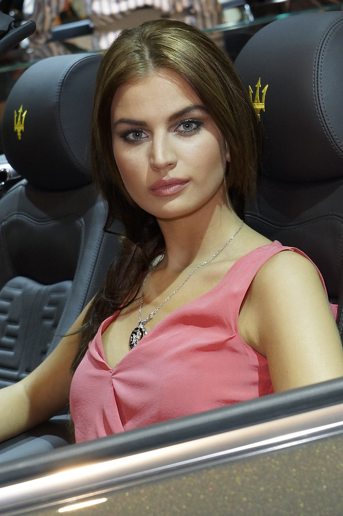 Hello Ladies: The girls of the 2011 IAA Frankfurt Motor