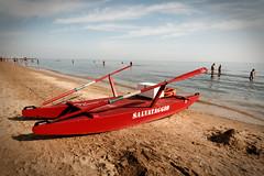 Le rouge  rpos - La fin du travail pour cette t (Paolo Pizzimenti) Tags: mer film automne paolo olympus ciel dxo t bateau plage zuiko argentique pellicule