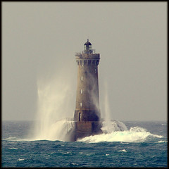 Jeux d'eau en Iroise. (glemoigne) Tags: lighthouse brittany bretagne breizh brest breton bzh finistre bretaa wow1 wow2 wow3 wow4 pharedufour porspoder pureclass iroise wow5 penarbed bretanya bretaafrancesa pharesetbalises bestcapturesaoi elitegalleryaoi glemoigne mygearandmeplatinum mygearandmediamond gilbertlemoigne flickrstruereflection1 flickrstruereflection2 flickrstruereflection3 flickrstruereflection4 flickrstruereflection5 flickrstruereflection6 flickrstruereflection7 flickrstruereflectionexcellence trueexcellence1 artistoftheyearlevel7 aboveandbeyondlevel2 pureclassgoldbandaward platinumgoldbandawardaward diamondlevel2 pureclassdiamondlevel1 pureclassdiamondlevel2 magicmomentsinyourlifelevel2 magicmomentsinyourlifelevel1 magicmomentsinyourlifelevel3