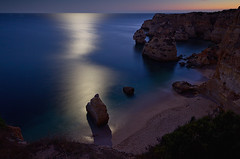 94 seconds moonlight (fuerst) Tags: ocean travel sunset sea beach portugal strand coast meer sonnenuntergang moonlight algarve atlanticocean reise kste atlantik mondlicht praiadamarinha canoneos60d