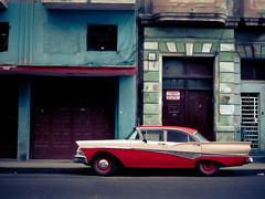 Havana Hopper (una cierta mirada) Tags: street red urban ford colors car interestingness havana cuba explore 1958 500 habana hopper fairlane lahabana on 334 artlibre artlibres eduardhopper 20110922 334ininterestingnesson20110922