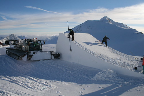 Starting work on the Stubai Zoo snowpark