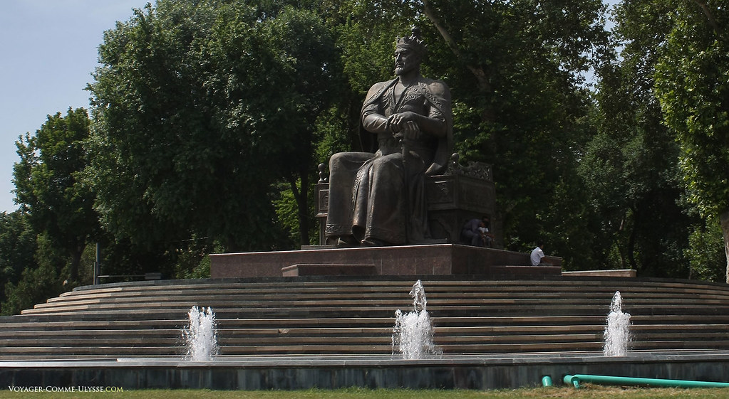Statue de Tamerlan, assis