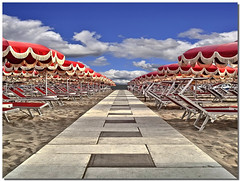 Summer getaway (Nespyxel) Tags: blue red summer sky beach mobile clouds way nuvole escape pov blu getaway perspective samsung via pointofview cellulare cielo rosso ombrelloni spiaggia stefano fuga romagna prospettiva geometrie cattolica beachumbrella geometries altamarea galaxys nespyxel stefanoscarselli saariysqualitypictures