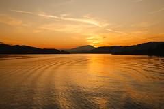 Final sight (mgratzer) Tags: sunset red orange sun lake water landscape boat sonnenuntergang sundown kärnten carinthia klagenfurt wörthersee lakewörth