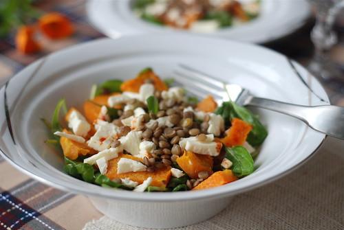 kõrvitsasalat läätsede ja fetaga/pumpkin salad with lentils and feta