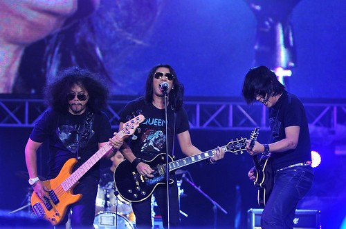 Faizal Tahir chants to mesmerize the audience with Karma