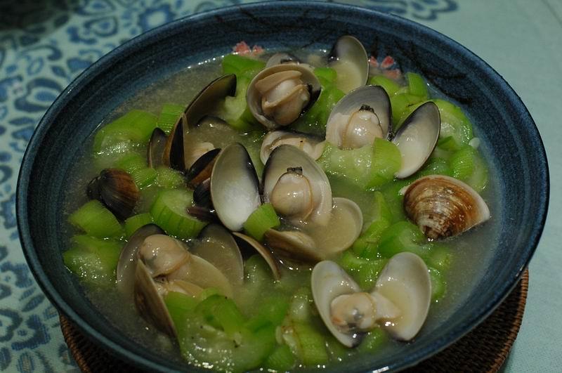 文蛤與絲瓜是絕配(張媽媽廚房提供)