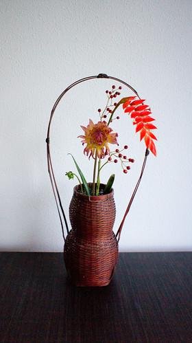 'Wabi sabi' chabana inspired autumn  flower arrangement by Otomodachi