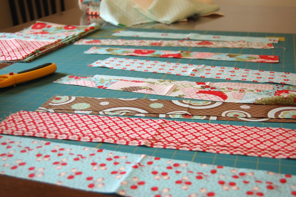 Bliss tablerunner - strips cut