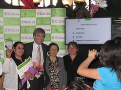 Artesanas de Rari recibiendo el premio Tesoro Huma