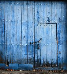 Portón (Gallo Quirico) Tags: door wood blue azul puerta madera olympus explore zuiko gi e500 714mm gettyimagesspainq1 gamonoso