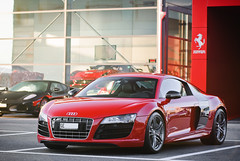 Audi R8 V10 (Lambo8) Tags: red horse car rouge switzerland photo hp nikon italia power suisse geneva 10 d 8 s ferrari v german 200 28 af gt nikkor audi ge 80 genve lamborghini f28 supercar v8 v10 ch 52 gallardo 80200mm quattro r8 fsi 80200 80mm 200mm afd d80 hypercar worldcars