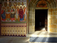 Entrance to the church at Putna monastery (Frans.Sellies) Tags: church monastery romania orthodox biserica roumanie roménia roemenie roumania romanya rumänien stefancelmare roemenië putna românia mănăstirea румыния رومانيا ρουμανία mănăstireaputna outstandingforeignphotographersvisitingromania blinkagain ștefancelmare p1330384