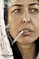 Désolé (NROmil) Tags: woman tristeza mujer soledad fumar belleza rosalia madurez desole preocupación
